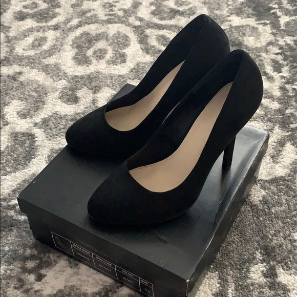 Forever 21 Shoes - Forever 21 Black Faux Suede Heels 8.5